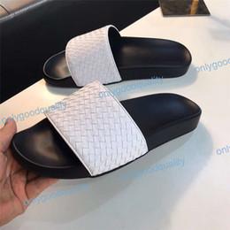 2019 zapatillas de hotel 2019 Alta Calidad Diseñador de Lujo Para Mujer Para Mujer Verano Sandalias de Goma Deslizamiento de la Playa Moda Zapatillas Zapatillas de interior Tamaño 36-46 Con Caja