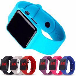 Électronique en plastique en Ligne-Bonbons Couleur Apple LED Bracelet en plastique LED montres électroniques hommes femmes couples Montres Date Bracelet Montre numérique