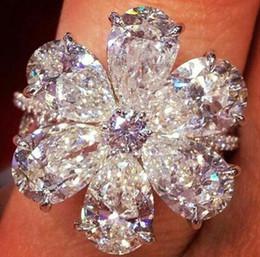 2019 schwarze diamantprinzessin geschnittene ringe New europäischen und amerikanischen eingelegten weißen Zirkon birnenförmigen Ring Schnee Blume Weihnachtsschmuck Fabrik Direktverkauf