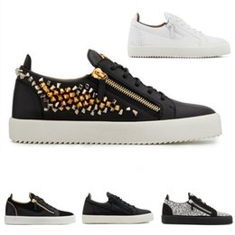 mens casual shoes zippers Coupons - Designer Gold Zipper Spikes Leather Sneakers Women Flats Shoes for Mens Woman Luxury Sports Trainers Black White Hot drilling Casual Shoes