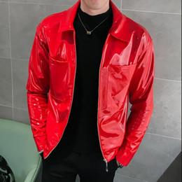 herren rote lederjacke xl Rabatt Red Black Coffee Lederjacke Shinny Herren Jacken und Mäntel Jaqueta Masculino Bühne Kleidung für Sänger Club Party Jacket Man