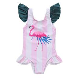 Swimwear di un pezzo delle bambine online-Neonata One-Pieces Pink White Stripe Flamingo Stampa Tuta da bagno Neonata Bambina Little Fly Sleeve Tondo collare Swimwear 3-18M