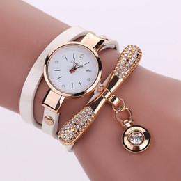 Damen gold armbänder designs online-Mode Lässig Armbanduhr Frauen Relogio Leder Strass Analog Quarzuhr Spezielle Design Uhren De Marca Mujer Dame Kleid Uhr