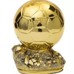 маленький 15см Ballon D'OR Trophy для продажи Смола Лучший Игрок Награды Золотой мяч Футбольный трофей Мистер Футбольный трофей 24CM BALLON DOR MVP от