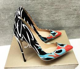 Flores verdes bombas online-Primavera otoño nuevas mujeres bombas de impresión verde zapatos de flores sexy dedo del pie puntiagudo delgado zapatos de boda fiesta de tacón alto hembras
