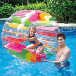 Niños nadando inflables online-Niños Colorido Inflable Rueda de agua Rodillo Flotador 36 pulgadas Gigante Rollo Bola Para Niños y Niñas Piscina Juguetes Hierba Juguete SH190909