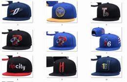 2019 stock di cappelli di snapback New Caps Snapback Hats Squadre Cappelli Mix Match Ordine All Caps in azione Basket Calcio Hockey Baseball Cappello di alta qualità all'ingrosso stock di cappelli di snapback economici