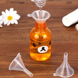 huiles essentielles en plastique Promotion Mini Petits Entonnoirs Outils de Remplissage Liquide Haute Qualité Nouveau Parfum En Plastique Liquide Huile Essentielle De Remplissage Emballage Outils DH0161