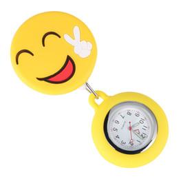 Enfermera reloj acero online-Único rostro sonriente de silicona enfermera enfermera reloj de bolsillo cuerda retráctil con clip de acero inoxidable función luminosa colgante relojes