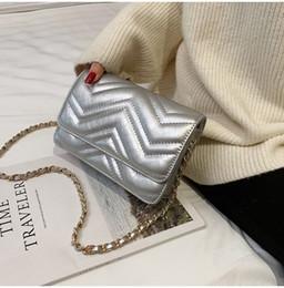 2019 portafoglio a croce Designer Flap Stripes bags Portafogli borse da donna in pelle borse a tracolla borse a tracolla Handu wanggong / 12 sconti portafoglio a croce