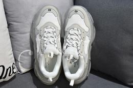 2019 hotsale Parigi fondo in cristallo Triple-S per il tempo libero Scarpe piattaforma a piattaforma Triple S Sneakers per uomo Donna Vintage Kanye Old Grandpa Trainer da pesce scarpa china fornitori