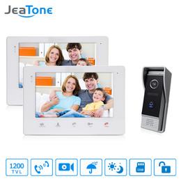 Câmera de segurança pinhole ao ar livre on-line-JeaTone 7 '' TFT Vídeo Porteiro Interfone 1 Pinhole Lens Campainha Da Porta com 2 Sistema de Monitor LCD Ao Ar Livre Chamando o Painel de Sistema de segurança Em Casa