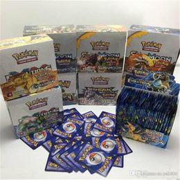 2019 modelos de tarjetas de papel Papel recubierto de sol y luna 324pcs / set Pikachu Poker Trading Cards Modelo de tarjeta de póker para niños Niños Anime Dibujos animados Fiesta Juegos de mesa Juguetes rebajas modelos de tarjetas de papel