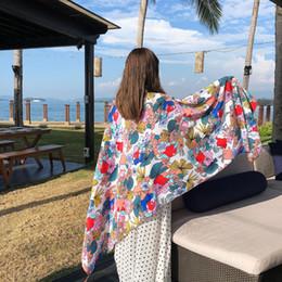 Ordenes de viaje online-30 piezas por lote Bufanda de transporte de doble propósito Simulación de satén Seda Seaside Travel Lady Sunscreen Shawl Scarf para mujeres orden de mezcla al por mayor