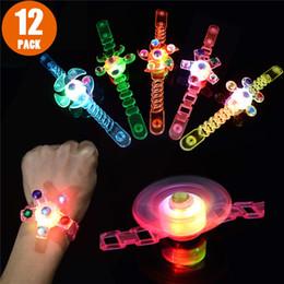 Spin-box online-Light Up Toys Im Dunkeln leuchten Geburtstagsparty Gefälligkeiten für Kinder Preise Box Toys für Klassenzimmer Hand Spin Stressabbau Angst Spielzeug
