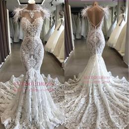 Plumas baratas de la boda online-Sirena blanca encaje vestidos de novia 2019 con pluma Sheer Bateau tamaño PLUS longitud completa espalda abierta vestidos nupciales baratos BC1212