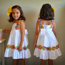Vestido de tiras de menina on-line-Baby Girl Designer Vestidos Crianças Sólida flores Arco Tira De Renda A Linha Saia Sling Na Altura Do Joelho-Comprimento de Algodão Sem Mangas