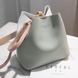 Fotos de la moda coreana online-bolsos de mano portátiles nueva hada del invierno balde bolsa de Corea del ocio de la manera salvaje color de la colisión de conjunto de imágenes