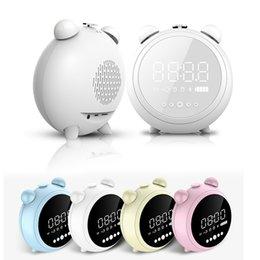 Argentina Nuevo Mini Portátil LED USB Bluetooth Inalámbrico TF AUX FM Altavoz multifunción HIFI 3D Espejo de escritorio Música Estéreo Caja de sonido con reloj despertador Suministro