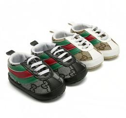Canada Bébé Mocassins Nouveau-nés Bébés Bébé PU PU Pompon Bowknot Chaussures À Semelle Souple Chaussures Berceau Prewalker cheap pu kids sole Offre