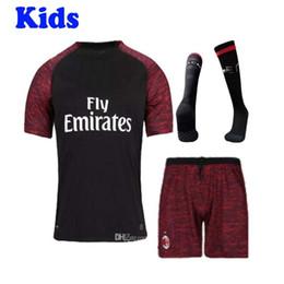 kit enfant AC Milan uniforme de football maillot de football HIGUAIN 2018 2019 domicile AWAY ROMAGNOLI CALHANOGLU BONAVENTURA suite de maillot de football ? partir de fabricateur