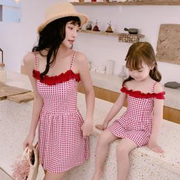 Wholesale Costumi da bagno coordinati per la famiglia Abiti da spiaggia Donna Bambini Bambina Fresco Gonna scozzese monopezzo Bikini stile Figlia da donna Costumi da bagno rosso