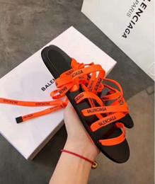 Saltos de mulheres laranja on-line-Sapatos das mulheres Sapatos de Salto Plana Roma Sandálias 2019 Venda Quente Sandálias Flip Flops Respirável Verão Plus Size Sapatos Femininos Preto Laranja Verde