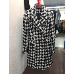 guarnição da pele de capa preta Desconto De alta qualidade novo e elegante 2018 designer de lã casaco duplo breasted leão botões houndstooth tweed longo casaco