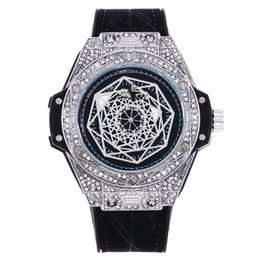 2019 grande relógio de mens marrom Atacado Moda Mens de Luxo Relógio de Marca Big Bang Ouro Dial Brown Strap Shinning Mens Ouro de Luxo Diamante Relógio de Movimento De Quartzo grande relógio de mens marrom barato