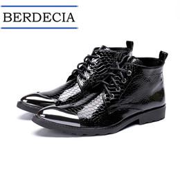 2019 botas estilo britânico homens 2019 Designer de Botas dos homens Estilo Britânico Lace Up Sapatos de Desporto Mens Botas de Motocicleta de Tornozelo de Couro Genuíno botas estilo britânico homens barato