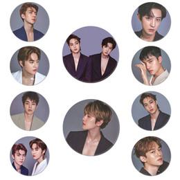Spille coreane online-Corea KPOP EXO 5 ° album LOVE SHOT Pulsante spilla Badge Accessori per abiti Cappello Decorazione zaino