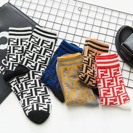 2019 колледж носки мужские женские дизайнерские носки Носки женские труба прилив буквы уличные спортивные хлопчатобумажные носки скейтборд F письмо колледж дешево колледж носки