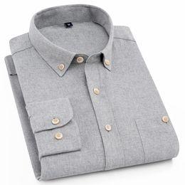 2019 кнопки вниз Мужская облегающая рубашка с длинным рукавом из массива матового цвета с одним нагрудным карманом на спине Удобная повседневная рубашка с воротником на пуговицах дешево кнопки вниз