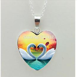 Лебедь любит ожерелье онлайн-2019 Новый лебедь ожерелье сердца целующиеся Лебеди сердца кулон Love Bird ювелирные изделия из муранского стекла ожерелье сердца HZ3