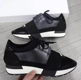 Usine en gros Designer Homme Femme En Cuir Casual Chaussures Respirant Maille Sneaker À L'extérieur Des Entraîneurs Runner Chaussures Bande Élastique Sneakers 10 ? partir de fabricateur