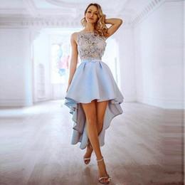 Kurz hi lo festzug kleider online-2020 New Light Sky Blue Spitze Appliqued Abiballkleider reizvolle kurze Cocktailparty-Kleid-Weinlese Hallo-Lo Abschlussball-Festzug-Brautjungfer tragen