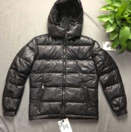 Cappuccio mens down jacket online-Uomini Designer Piumini di lusso giacca spessa antivento Mens casuale esterno di inverno Hood Ski cappotti Tag Mens all'ingrosso Grande Quality1: 1