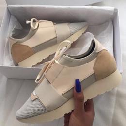 2019 homens sapatos casuais apontou Com Caixa De Sapatos De Grife De Corrida De Paris Sapatos Casuais Das Mulheres Nova Marca De Moda Baratos Apartamentos Corredores Apontou Sapatos De Luxo Dos Homens Com saco homens sapatos casuais apontou barato