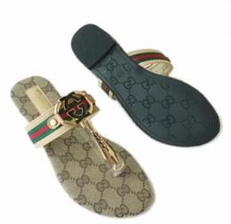 2019 mulheres de alta qualidade Sandálias grande tamanho 35-42 Sapatos de grife de Luxo Deslizamento Moda Verão Largo Plano Escorregadio Sandálias Chinelo chinelos. de