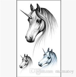 Autoadesivi del tatuaggio del bambino Unicorno Adesivi del cavallo bianco schizzo Adesivo impermeabile per bambini e adulti decorazione del partito 11 * 6 cm da