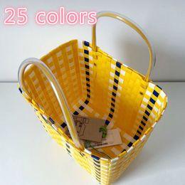 Handtasche goldfarbe online-Ins Heißer Sommer Strandkorb Patchwork Gestreifte Hand Gestrickte Farbe Casual Frauen Handtasche Totes Trend Mode Pvc Tasche MX190816
