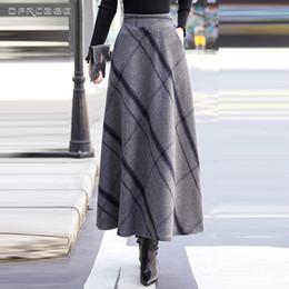 f1b7aa24830c26 Hohe Taille Woolen Maxi Röcke Womens Winter 2018 Fashion Plaid Wolle  Faltenrock Damen Casual Warm Vintage Saia Longa Femme