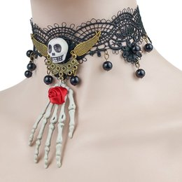 Catena nera di choker donna online-2019 Ciondolo gotico Black Lace Womens collana girocollo Hollowen cranio Pendant Vampire catena del partito di sera vestire gioielli