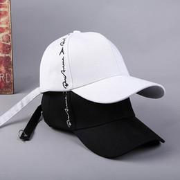 Nueva versión coreana del lado bordado letra gorra de béisbol Creativo  cinturón largo aro cúpula gorra de béisbol marea 0bfbffefab1