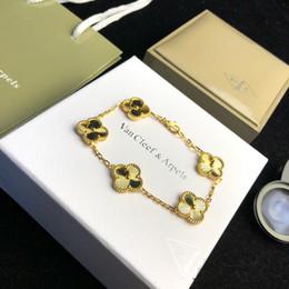 Pulsera 18k envío gratis online-Venta caliente marca de flores con cinco brazalete colgante de flores en oro de 18 k bañado para mujeres regalo de boda joyería envío gratis PS6243A