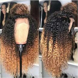 Cabelo loiro ondulado louro ombre on-line-Ombre Loiro Kinky Curly Silk Top Full Lace Wigs Com Hairlines 100% natural não transformados Cabelo Humano Perucas Bleached Nós peruca dianteira do laço