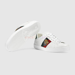 Luxus-sneakers online-Günstige Männer Frauen Sneaker Freizeitschuhe Luxus Schlange Designer Low Top Leder Sneakers Ace Bee Streifen Schuh Walking Sport Trainer Tiger