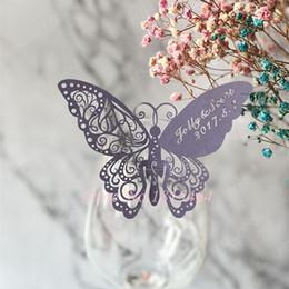 Favori di nozze tazze di vetro online-60pcs Farfalla laser Nome carta del posto della carta Cup Tavolino da gioco Mark Wine Glass favori di nozze decorazione della festa nuziale della