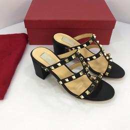2019 bunte t-strap-fersen Designer Frauen Bunte Heels Sandalen Hochwertige T-Riemen Pumps mit hohem Absatz Damen Lackleder Kleid Einzelne Schuhe yz19012609 rabatt bunte t-strap-fersen