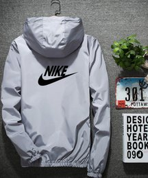 Chaquetas de primavera moda coreana online-Fertilizante y tamaño de la chaqueta 2019 Estudiantes de moda coreana Chaqueta de marca de moda para niños y adolescentes chaqueta de uniforme escolar